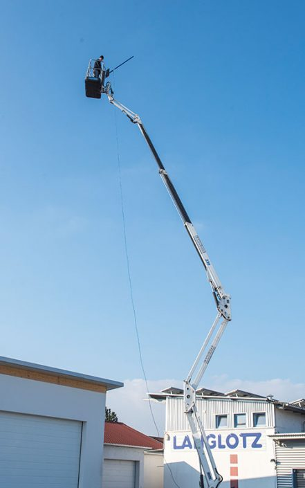 Langlotz Glasreinigung – mit eigenen Hebebühnen erreichen wir auch schwer zugängliche Flächen bis zu 23m Höhe