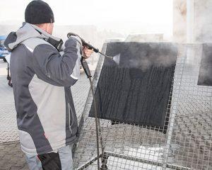 Schutzfangmattenhygiene im Rahmen der Grundreinigung von Langlotz Gebäudereinigung